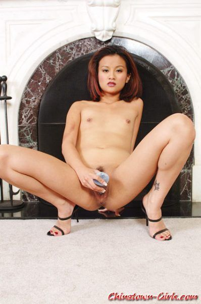 girl on all fours mude