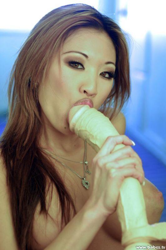 Girl gets dildo drill