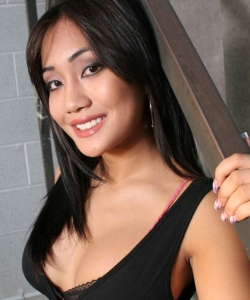 Olivia Lea, pornostar occidentale d'origine asiatique.